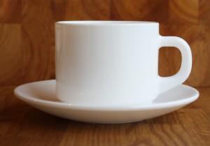 Kahvikuppi ja -asetti, pinottava